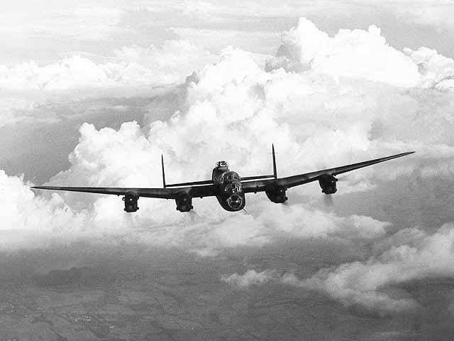 英军轰炸机.jpg